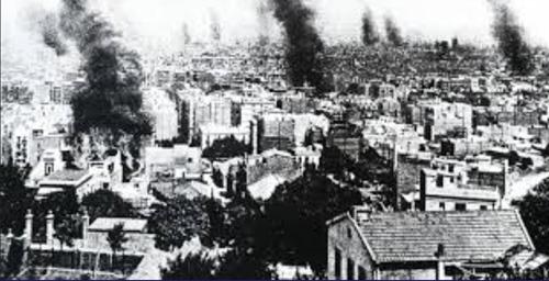 Brandende kerken en klooster tijdens de tragische week.