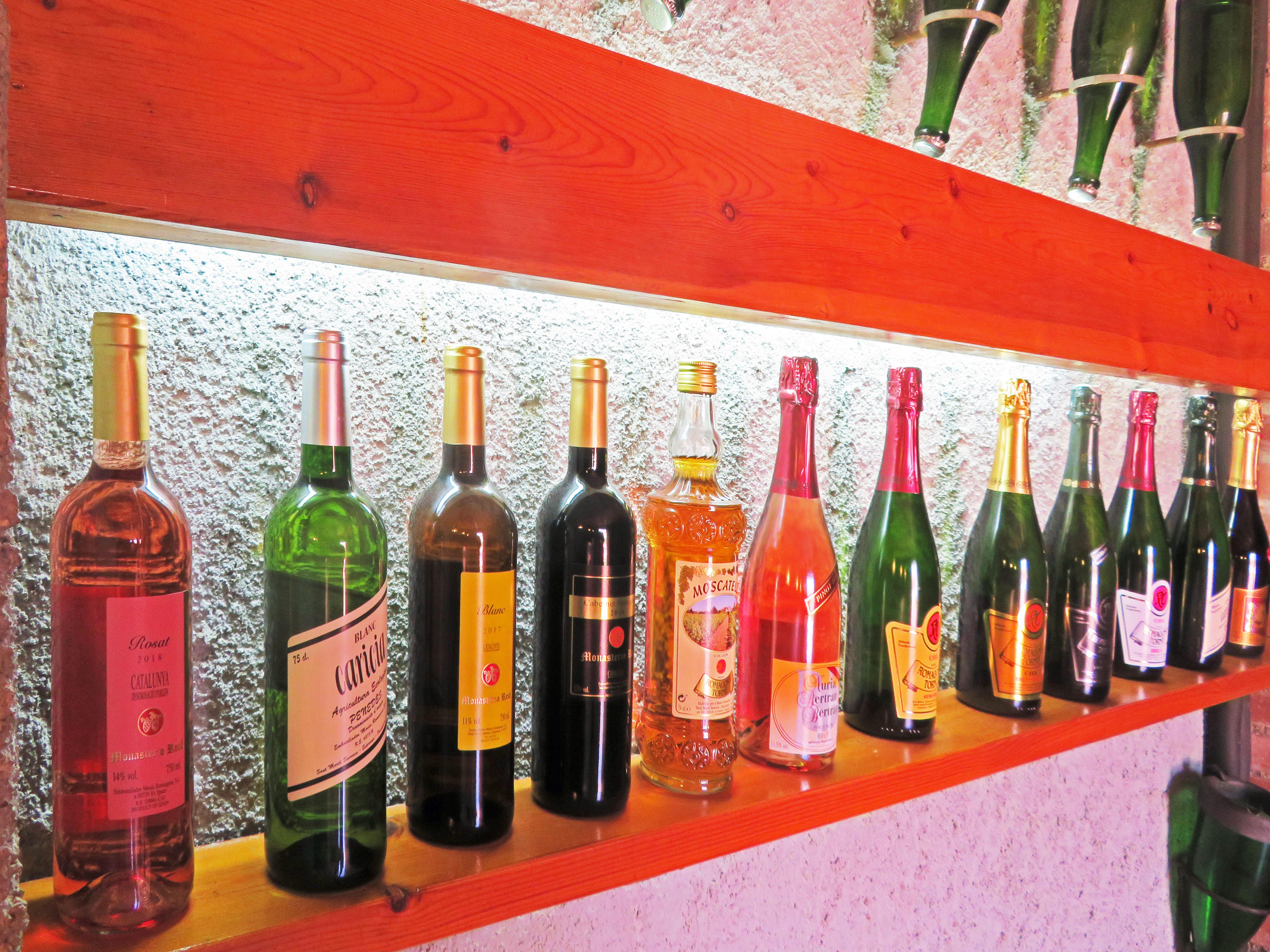 wijnflessen in wijnhuis Romagosa Torné